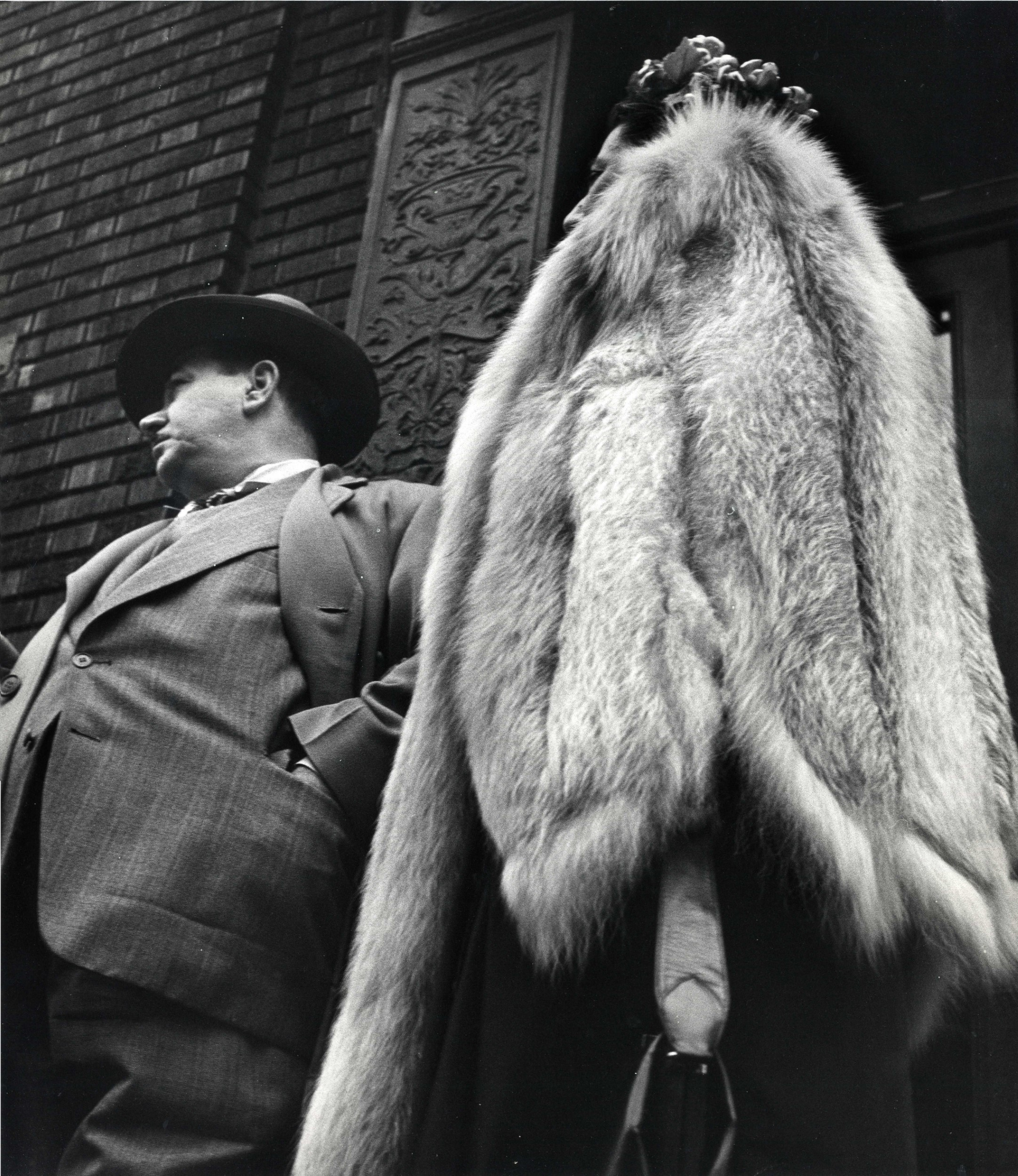 Man in suit, woman in fur coat, 1954